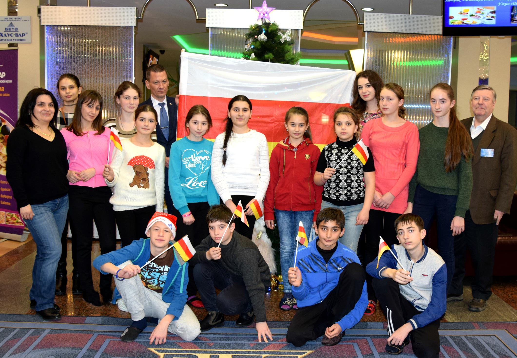 Посольство поздравило югоосетинских детей с Новым годом