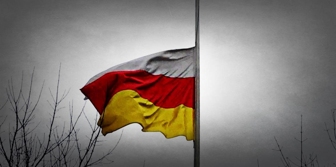 На территории Посольства приспущен государственный флаг Южной Осетии
