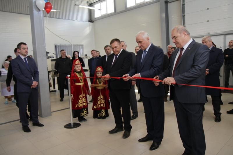 Леонид Тибилов дал старт производству минеральной воды «Ossetian»