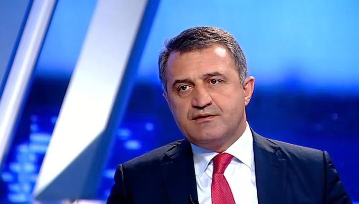 Знаур Гассиев поздравил Анатолия Бибилова с вступлением в должность Президента Республики Южная Осетия
