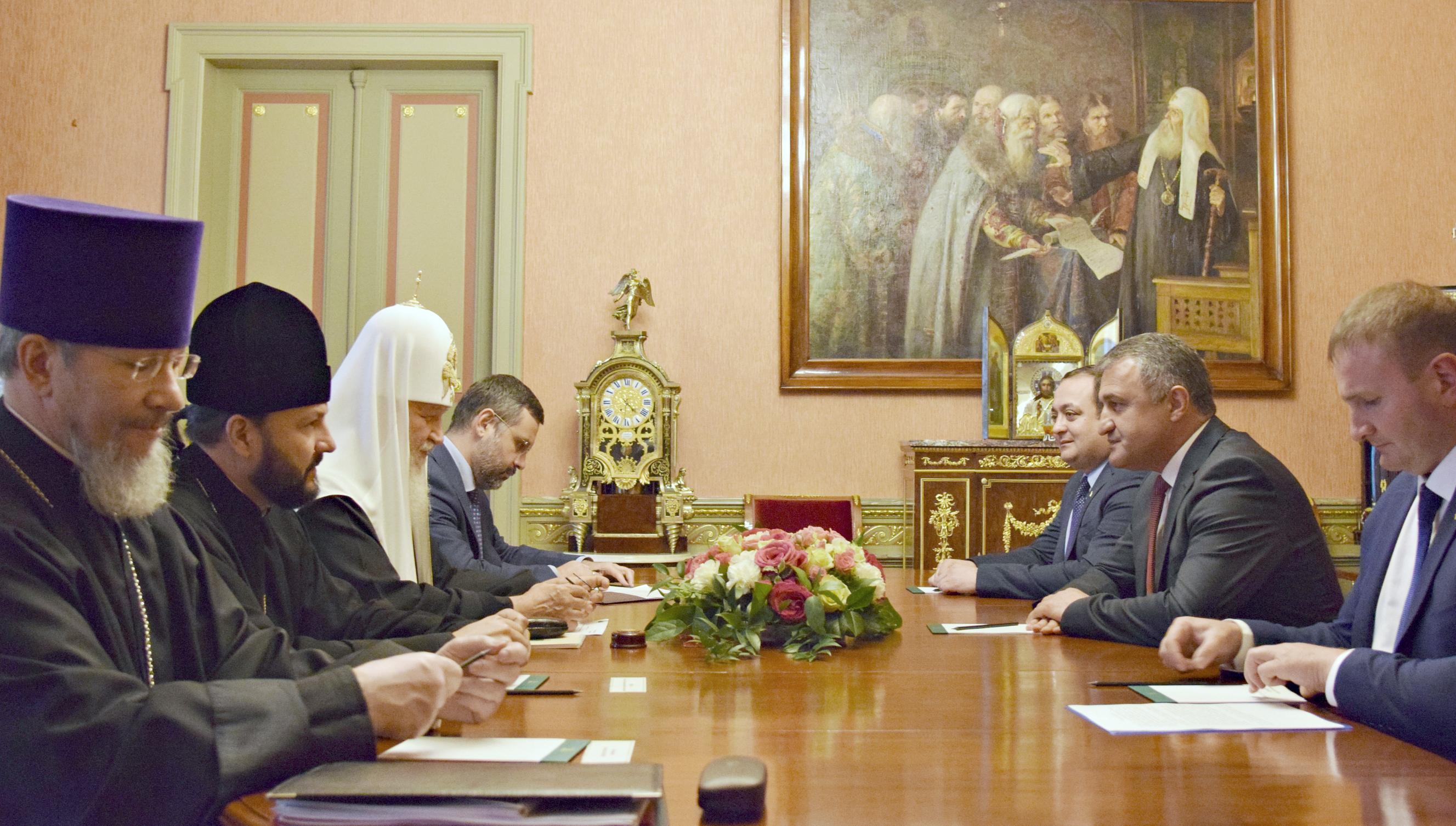 Президент Южной Осетии Анатолий Бибилов  провел встречу с Патриархом Московским и всея Руси Кириллом