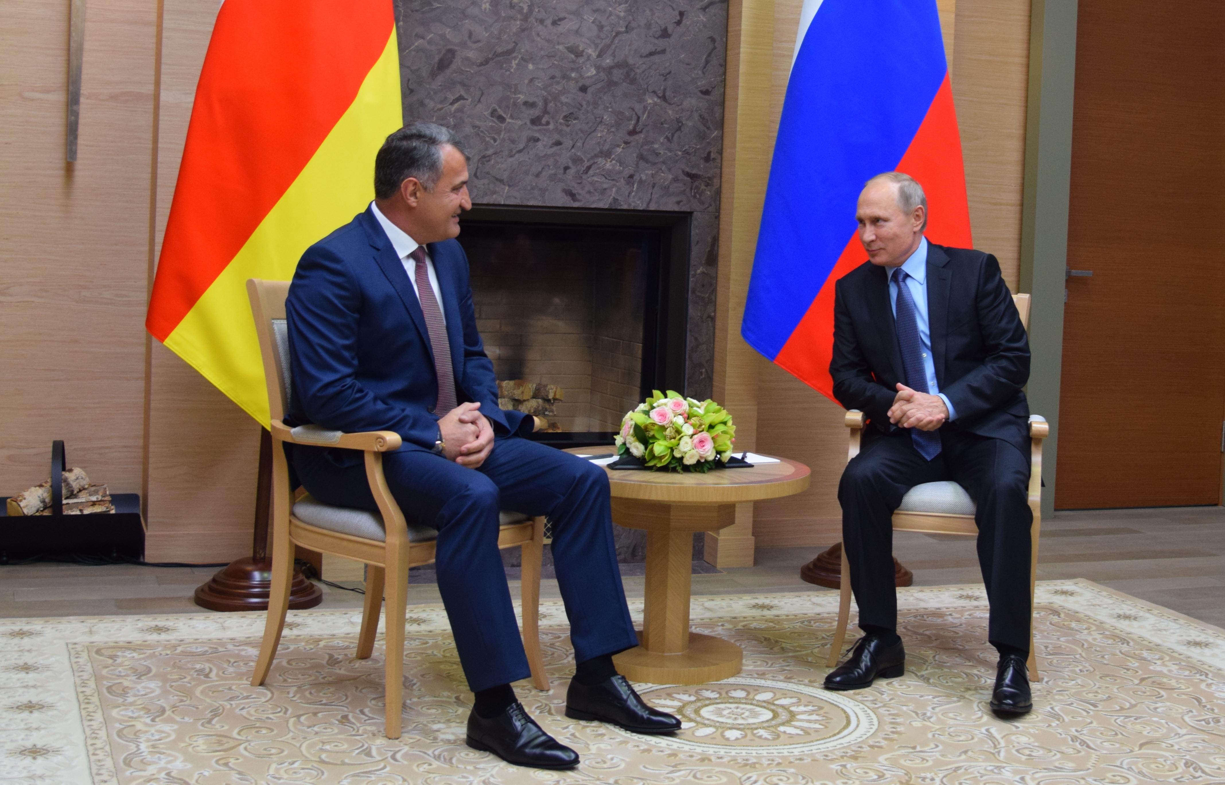 В Ново-Огарево состоялась встреча  Анатолия Бибилова и Владимира Путина