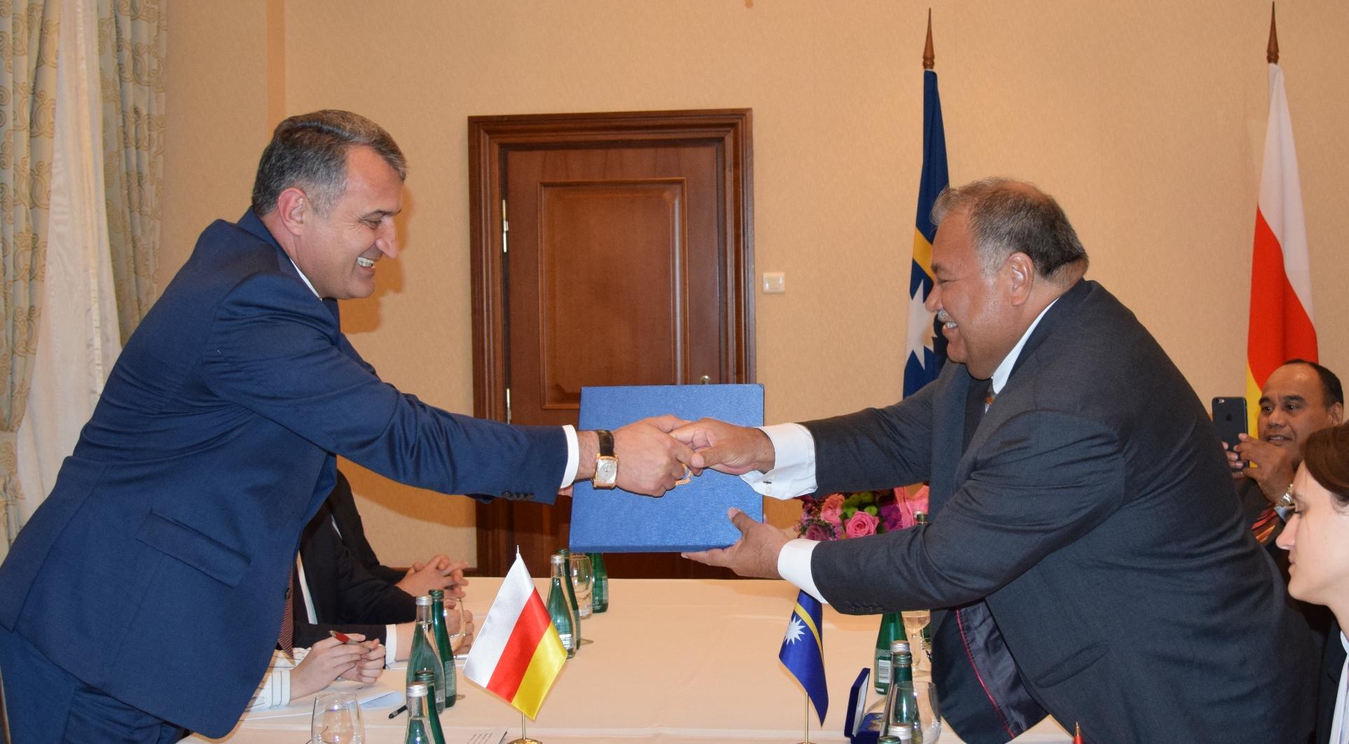 Состоялась встреча Президентов Анатолия Бибилова и Барона Дивавеси Вака