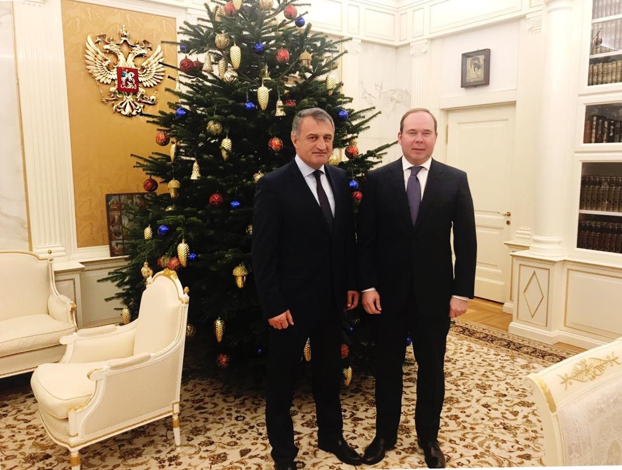 Анатолий Бибилов встретился с Главой администрации Президента России Антоном Вайно
