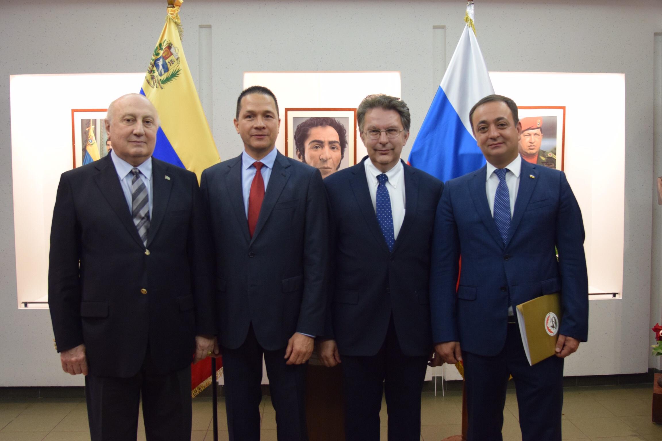 Знаур Гассиев поздравил Карлоса Тортосу с Днем Независимости