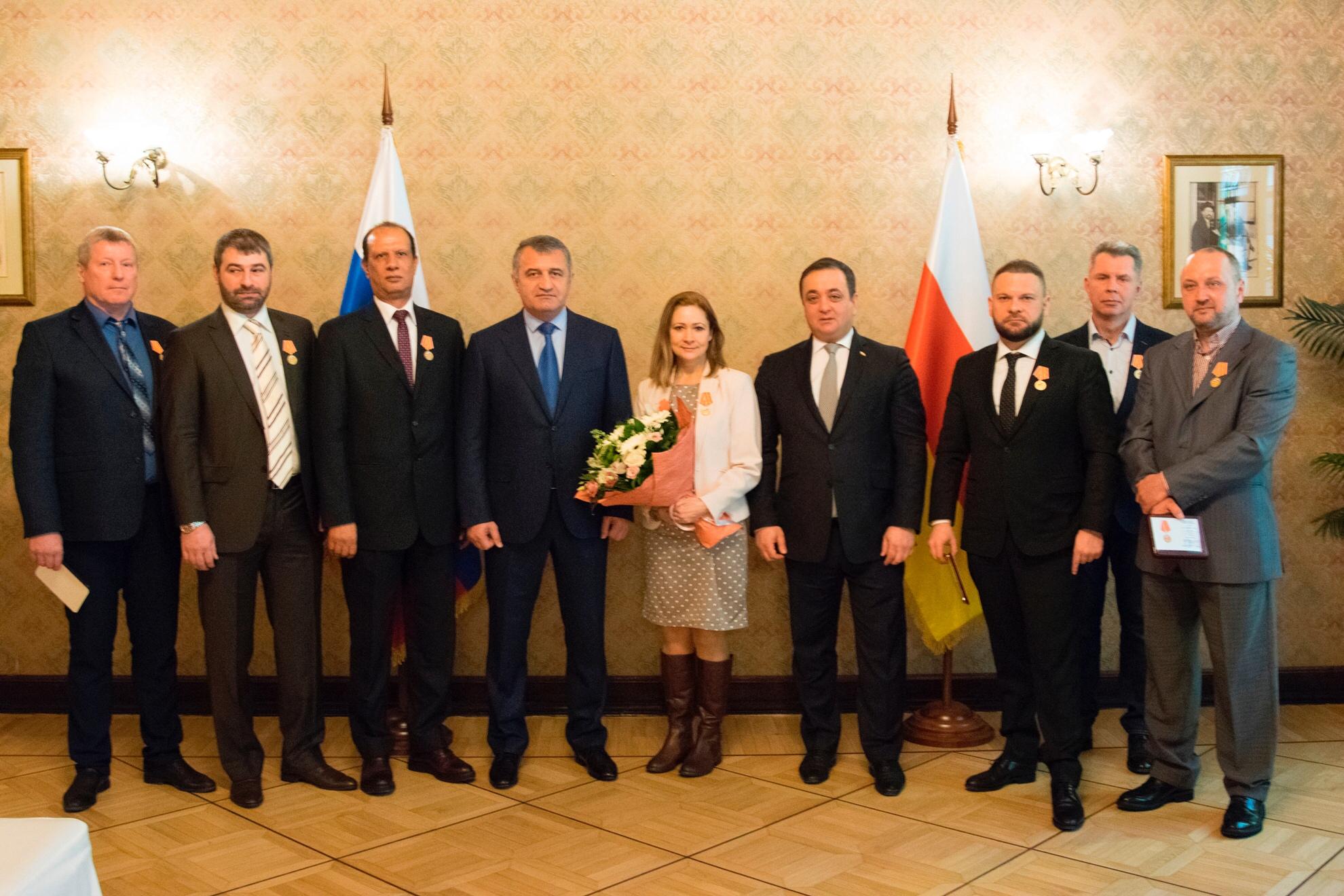 Анатолий Бибилов в Москве вручил награды российским журналистам