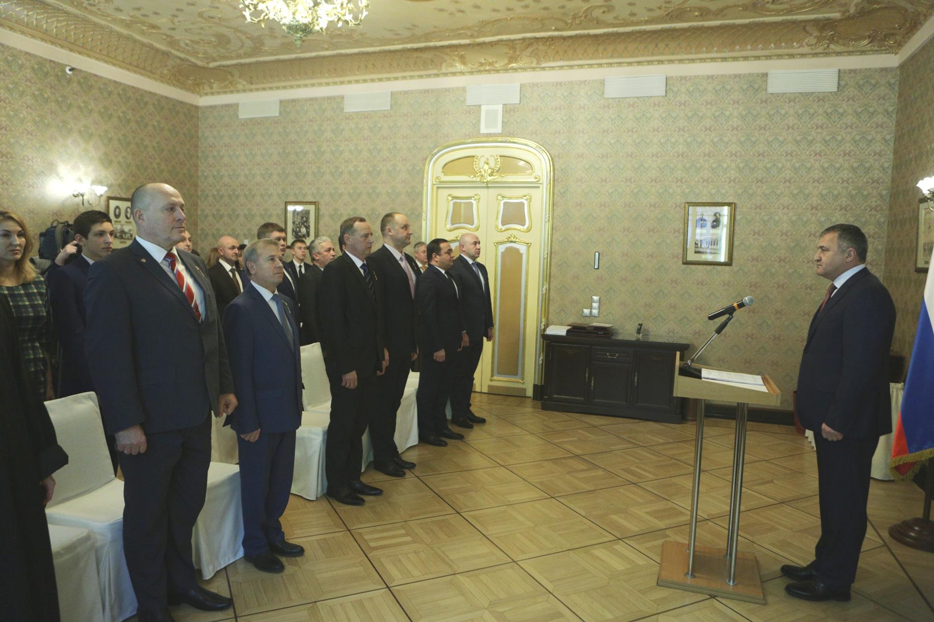 Анатолий Бибилов вручил Орден «Уацамонга» военнослужащим России
