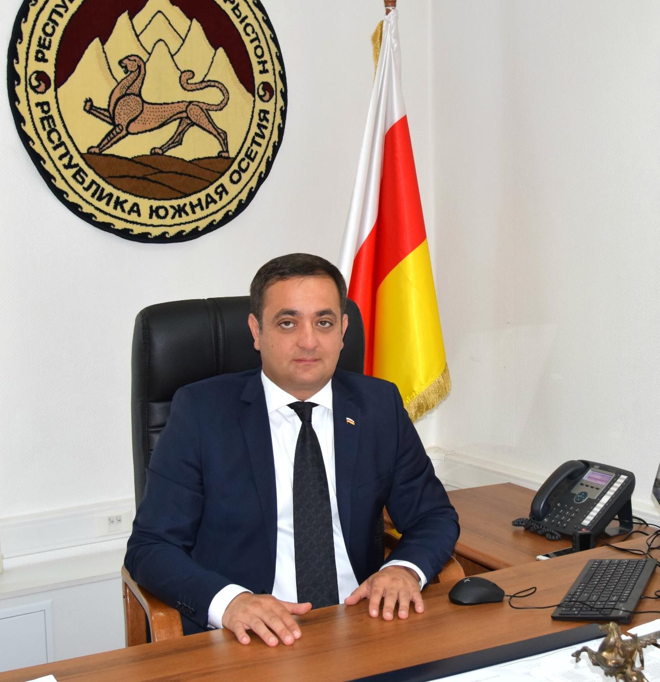 Знаур Гассиев: сегодня главное в работе посольства — оказание поддержки соотечественникам