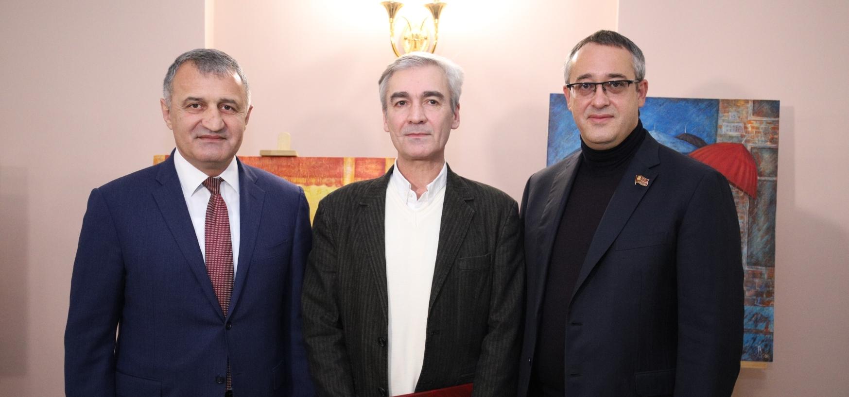 В Мосгордуме состоялась церемония открытия выставки Владимира Гобозова