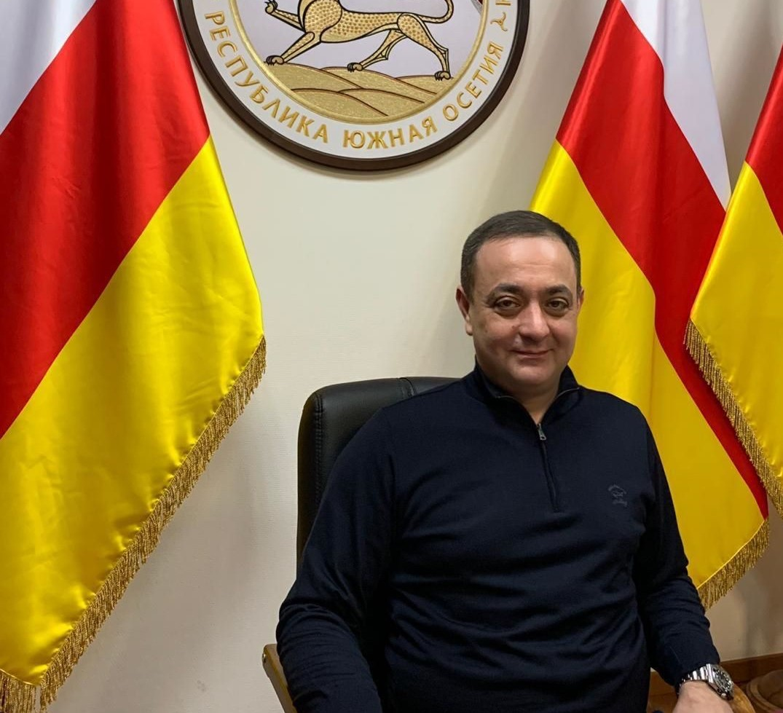 Эрик Пухаев поздравил Знаура Гассиева с Днем рождения