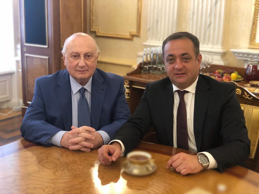 Знаур Гассиев поздравил Игоря Ахба с Днем рождения