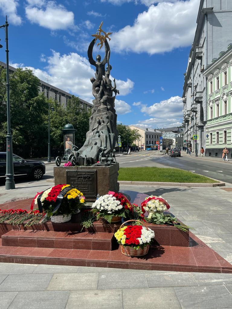 Посольство почтило память жертв Бесланской трагедии