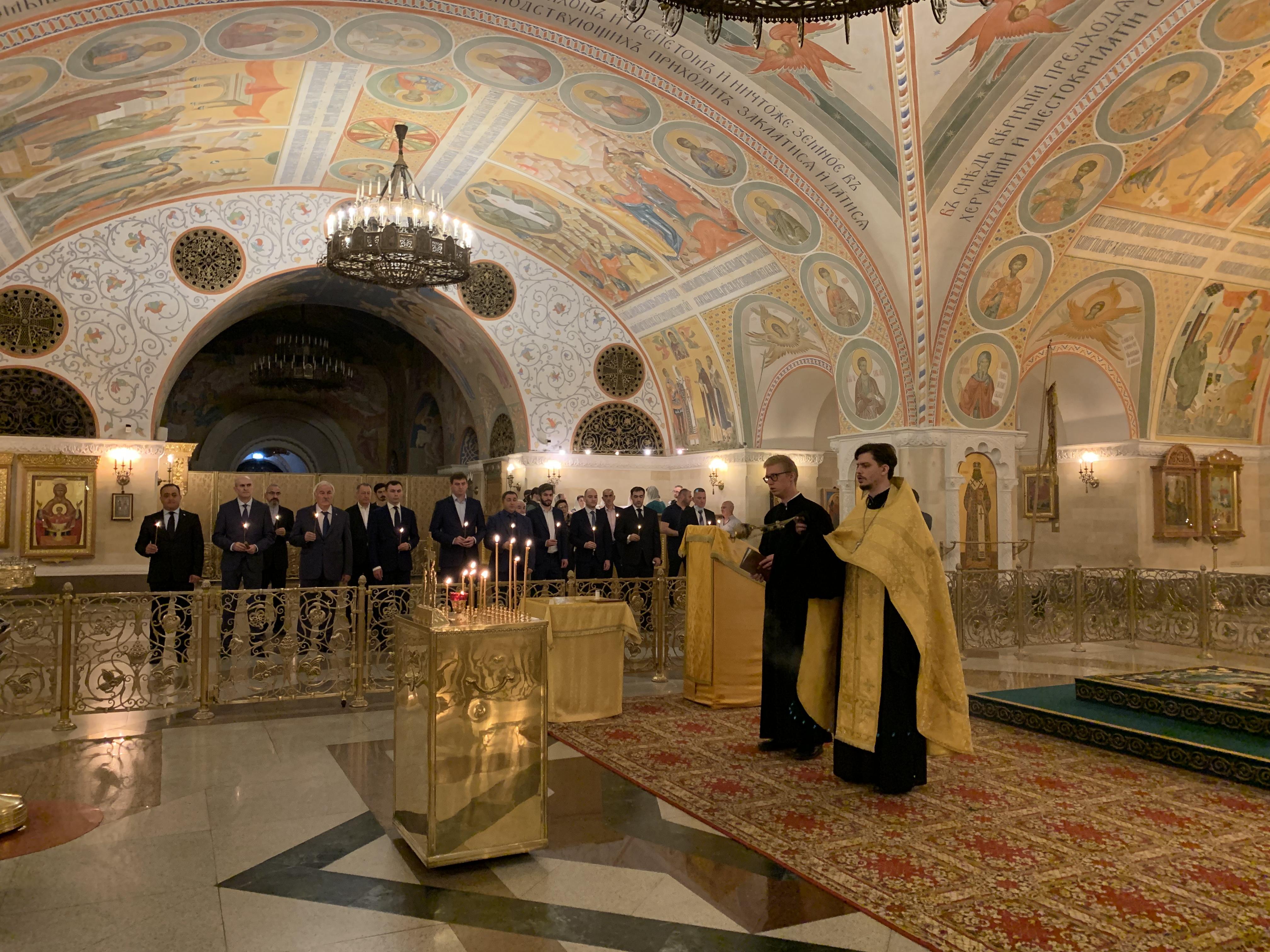 В Храме Христа Спасителя состоялся молебен по погибшим в войне 2008 года